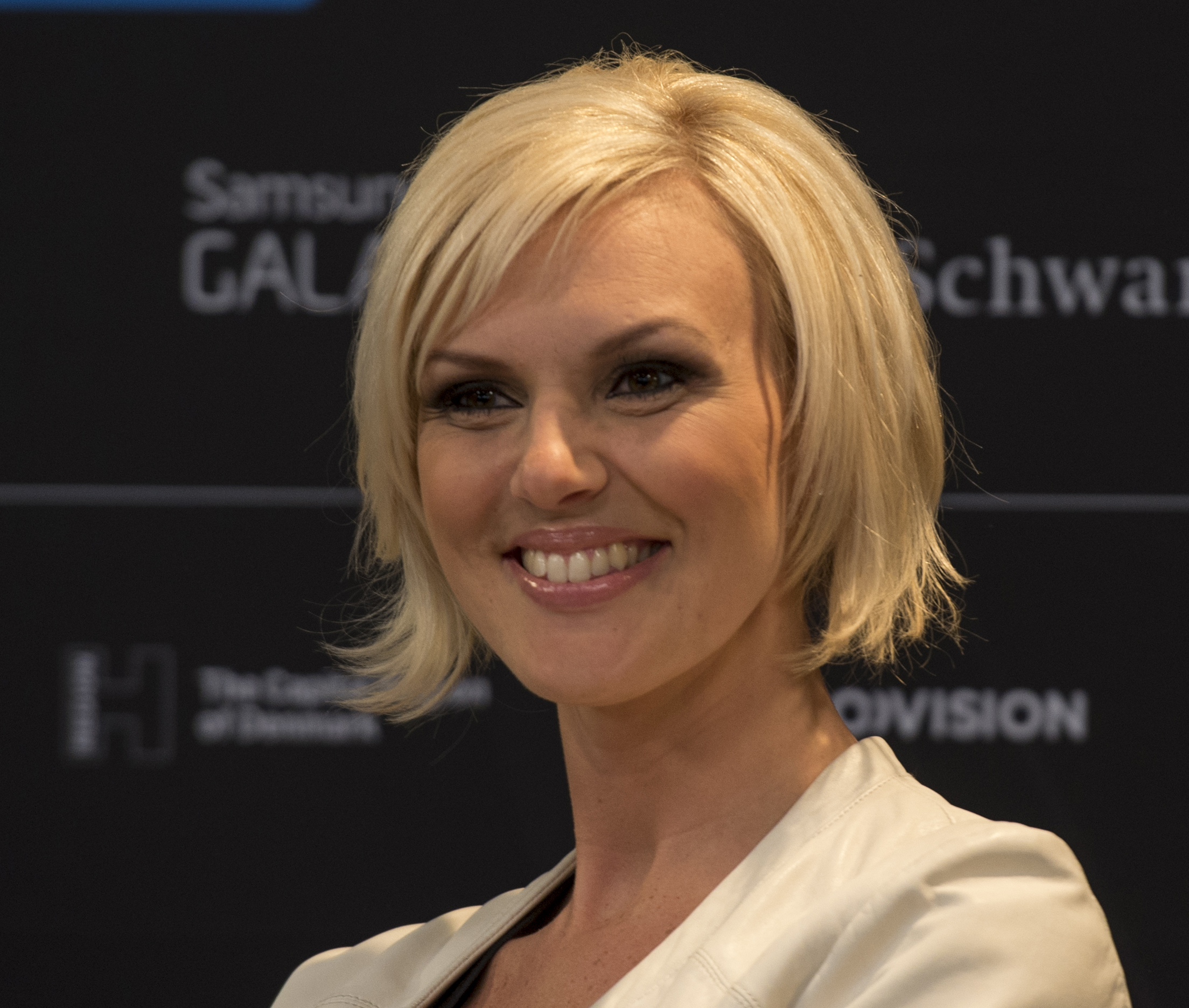 The 33-year old daughter of father (?) and mother(?) Sanna Nielsen in 2018 photo. Sanna Nielsen earned a  million dollar salary - leaving the net worth at 1 million in 2018