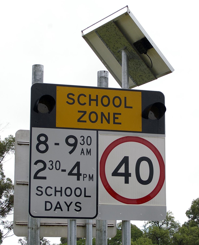 Citaten School Zone : File school zone sign g wikimedia commons