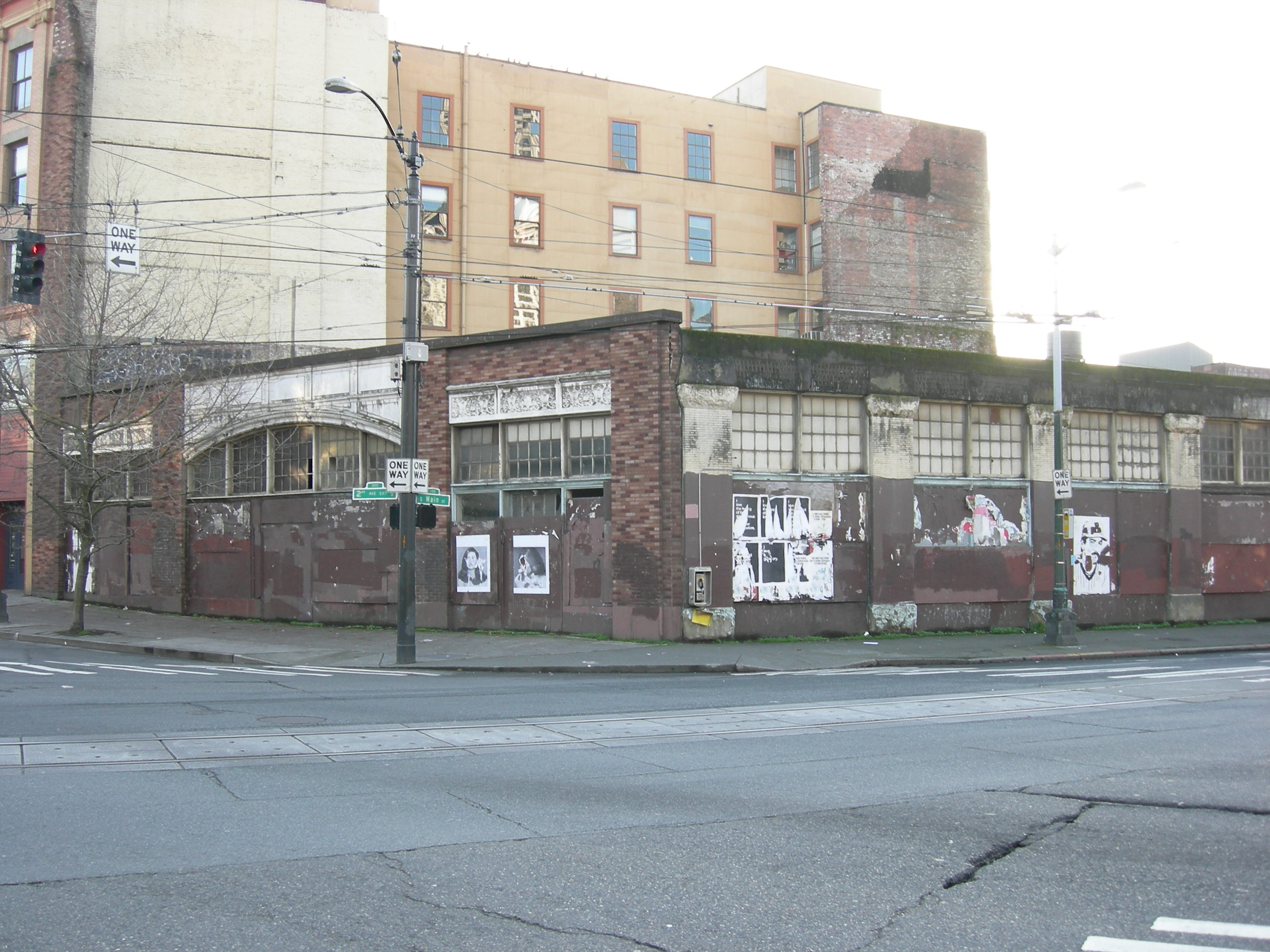 File seattle old cannery building wikimedia commons for Furniture warehouse seattle