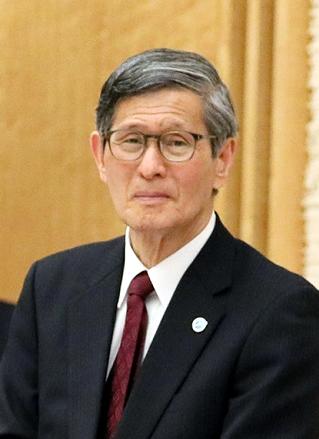 Shigeru Omi cropped 2 Shigeru Omi and Shinzo Abe 20200407 3