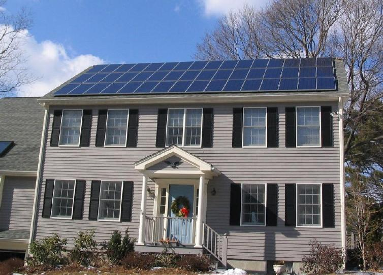 Description Solar panels on house roof winter view.jpg