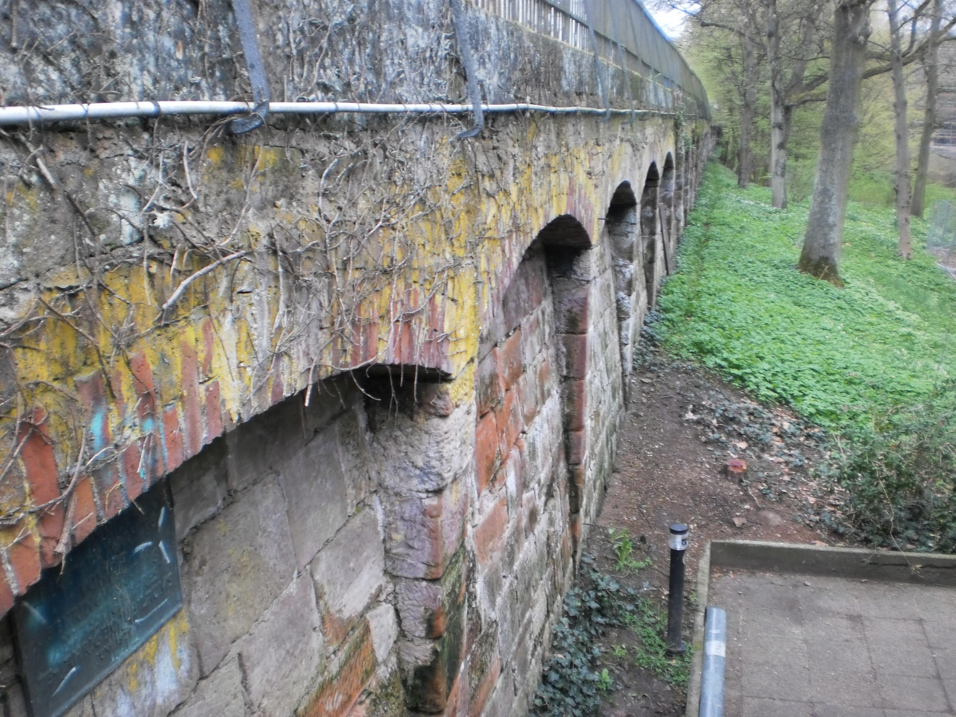 Filestützmauer Alter Botanischer Garten Marburg Mit Geländer Am