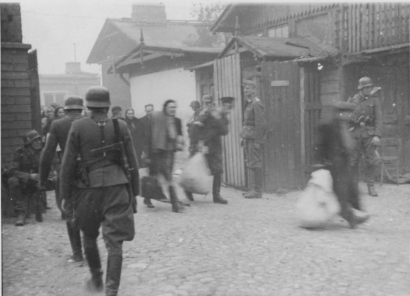 Znalezione obrazy dla zapytania umschlagplatz