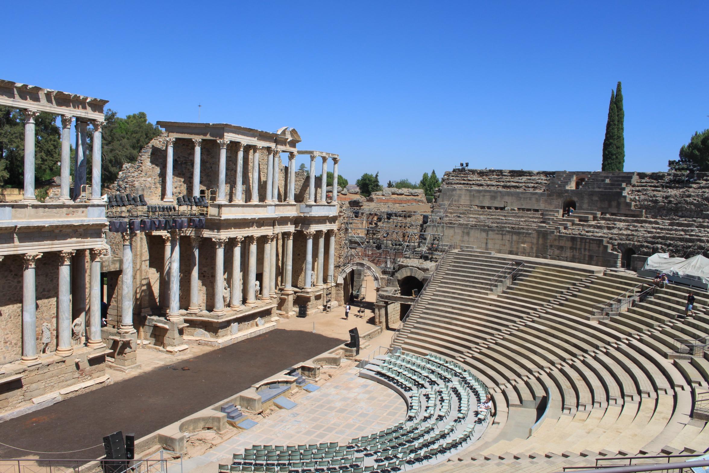 File:Teatro Romano de Mérida (3).JPG - Wikimedia Commons