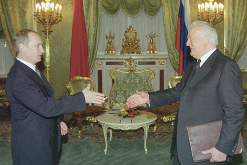 File:Vladimir Putin 30 November 2001-14.jpg