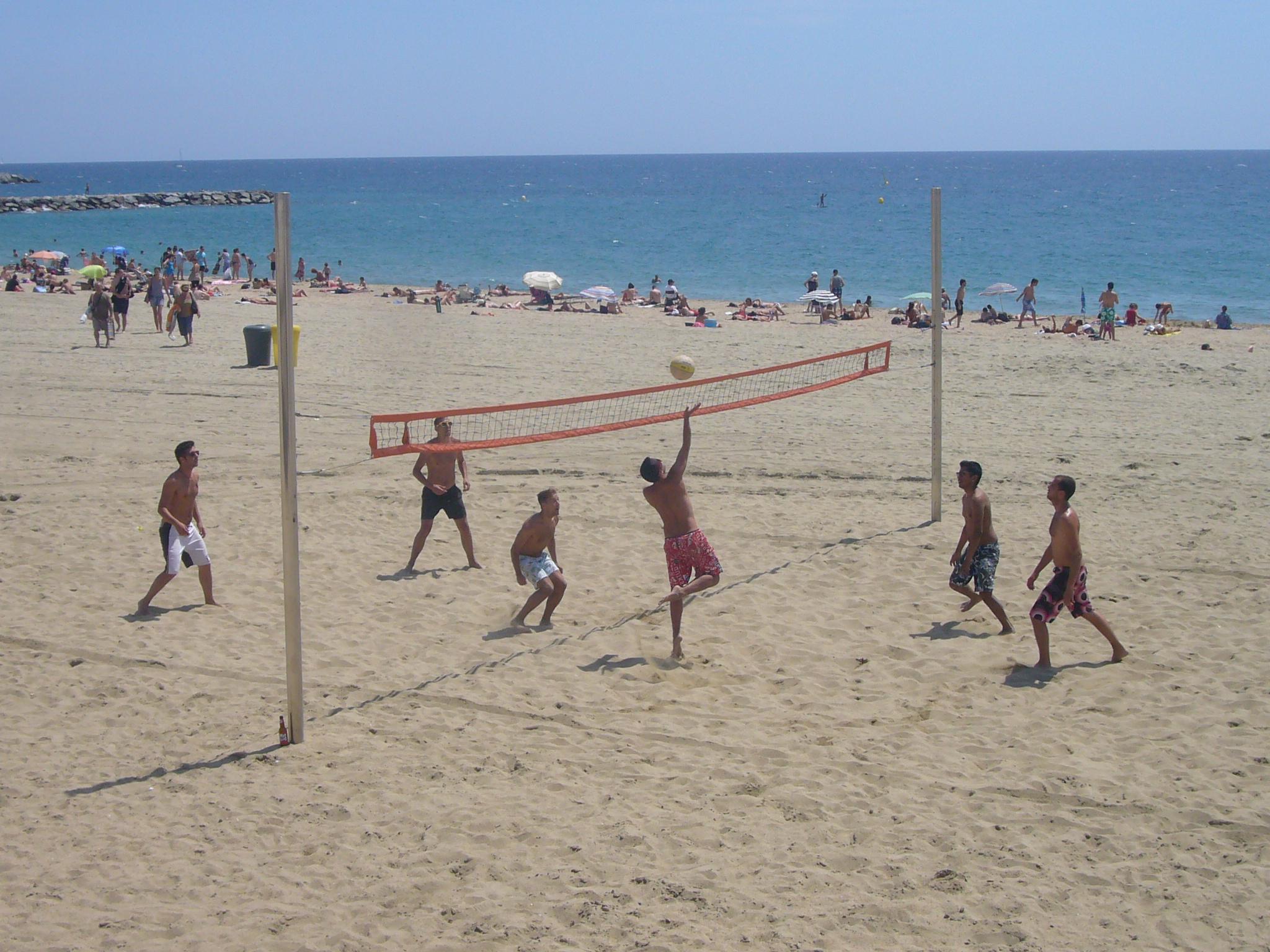 File:Volleyball at Platja de la Nova Mar Bella.JPG - Wikimedia Commons