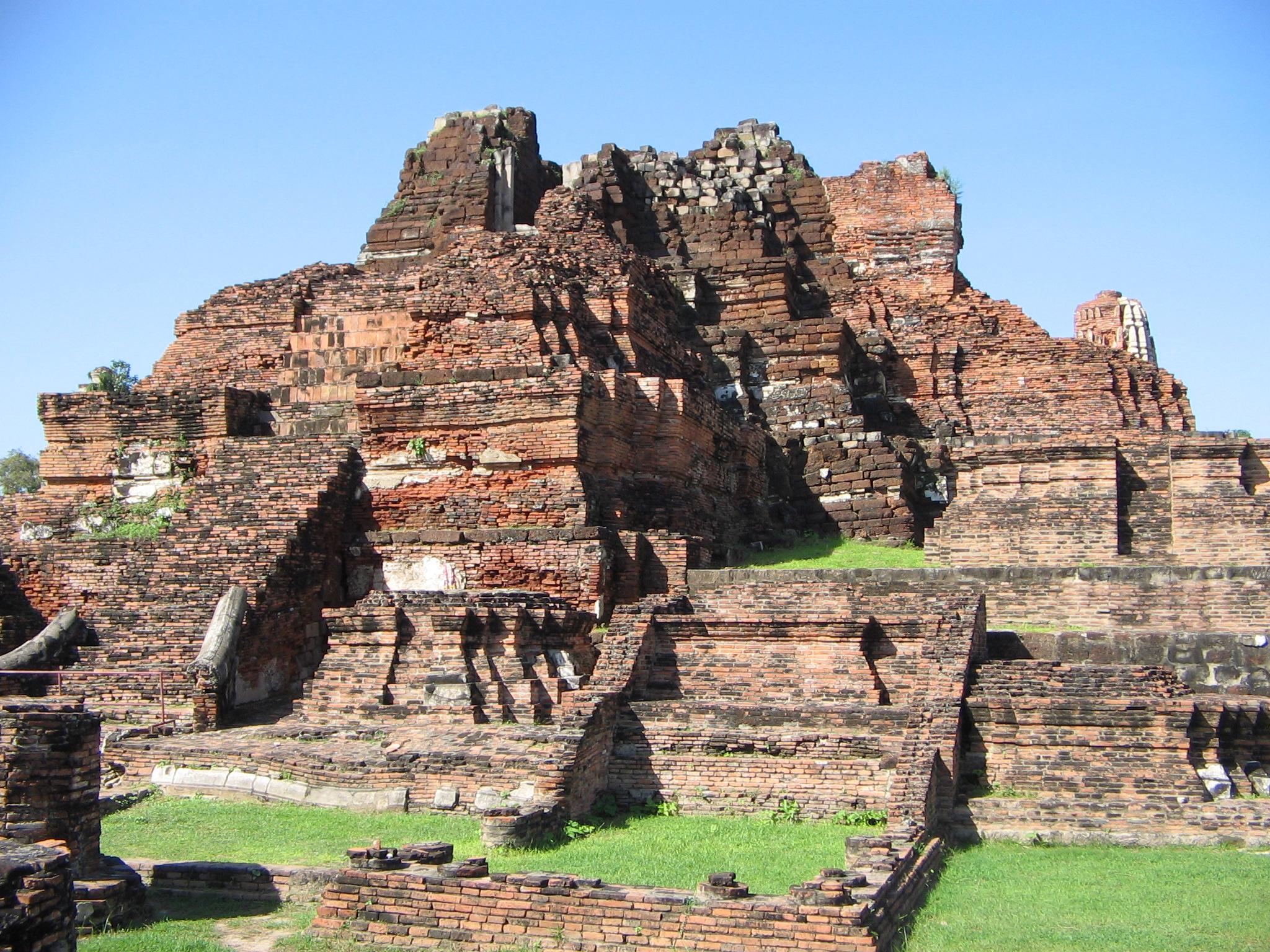 File:Wat Mahathat (Ayutthaya)03.JPG - Wikimedia Commons