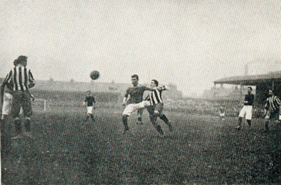 File: Woolwich Arsenal v Newcastle United, April 1906.jpg