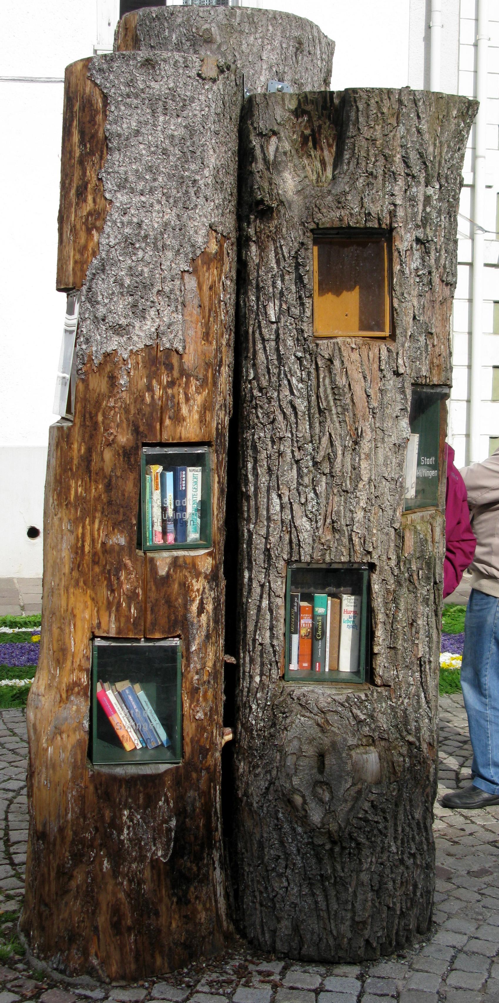 Öffentliches Bücherregal.jpg