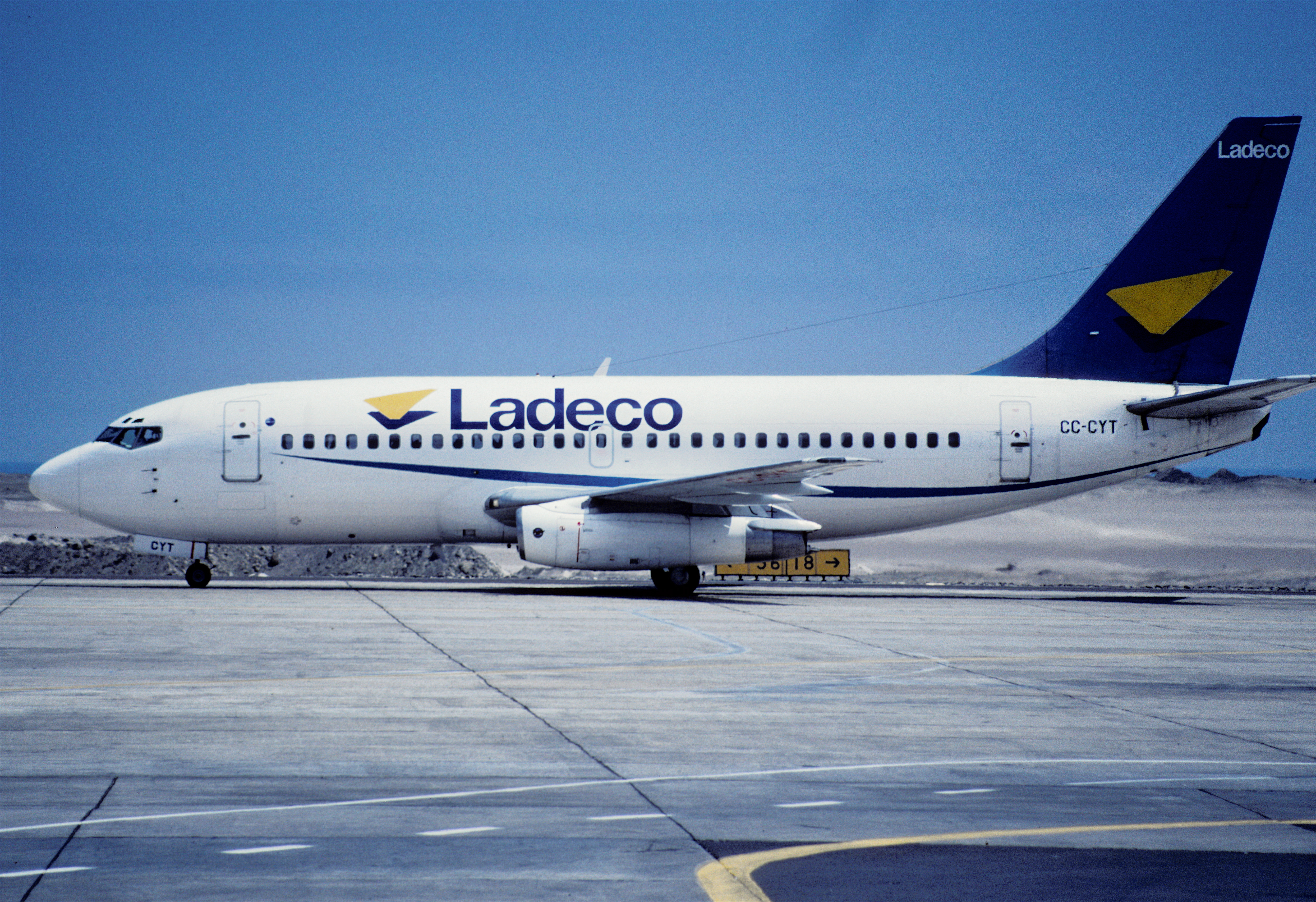 File 109ak Ladeco Airlines Boeing 737 2e1 Cc Cyt Iqq 14