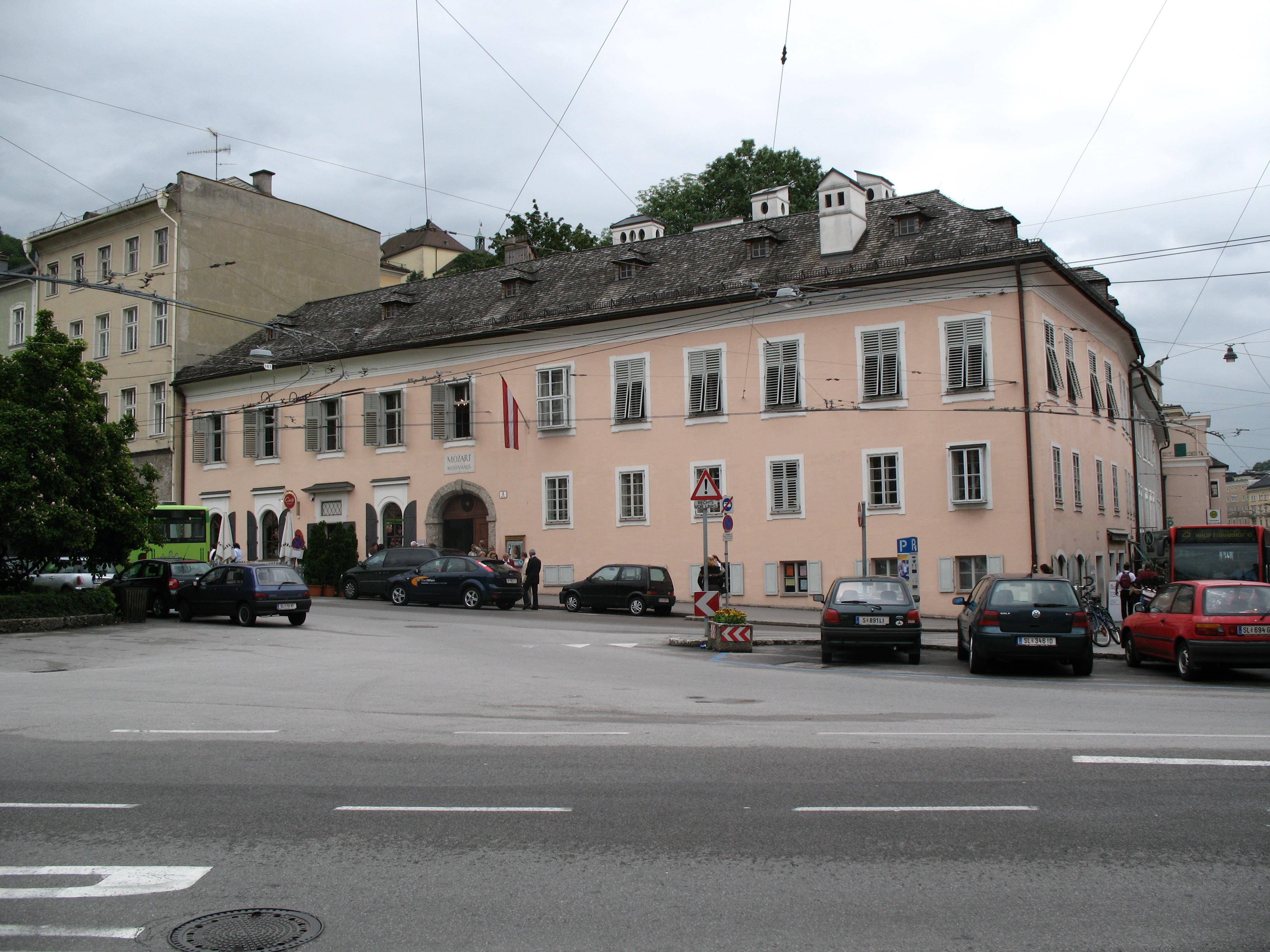 1944_ _Salzburg_ _Mozart_Wohnhaus%2C_Makartplatz