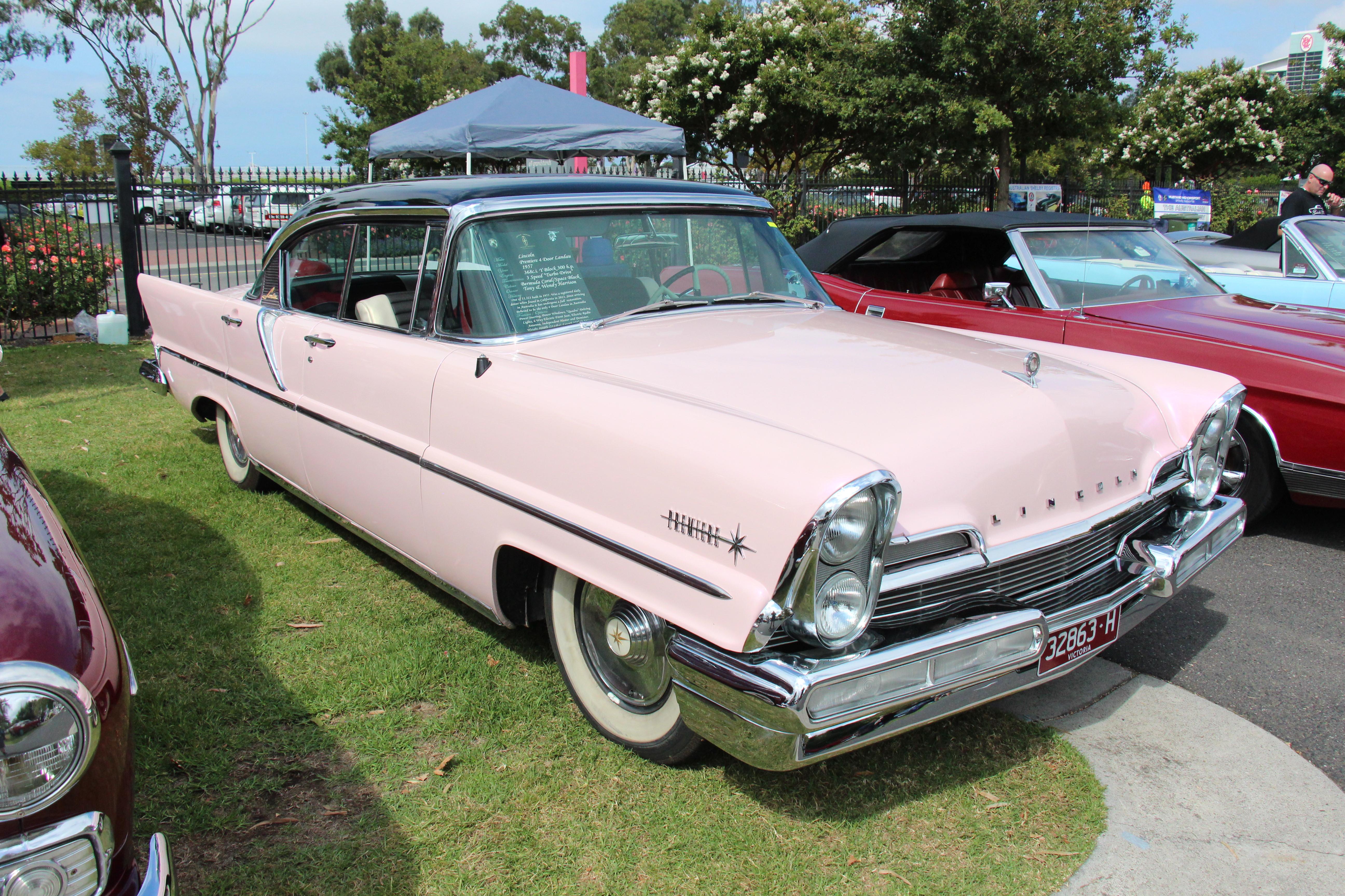 1957_Lincoln_Premiere_4_door_Hardtop_Lan