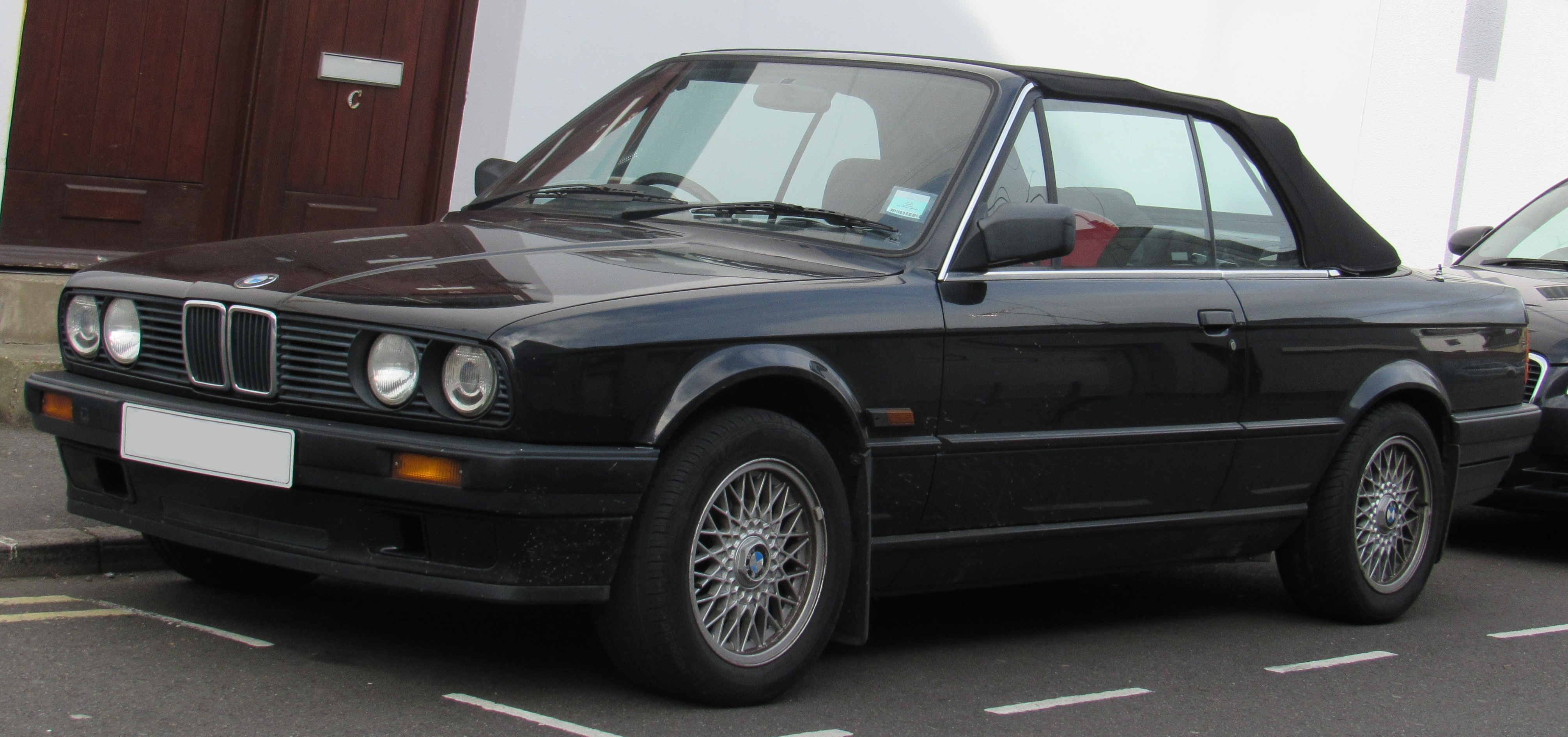 file 1992 bmw 318i convertible automatic 1 8 front jpg wikimedia commons https commons wikimedia org wiki file 1992 bmw 318i convertible automatic 1 8 front jpg