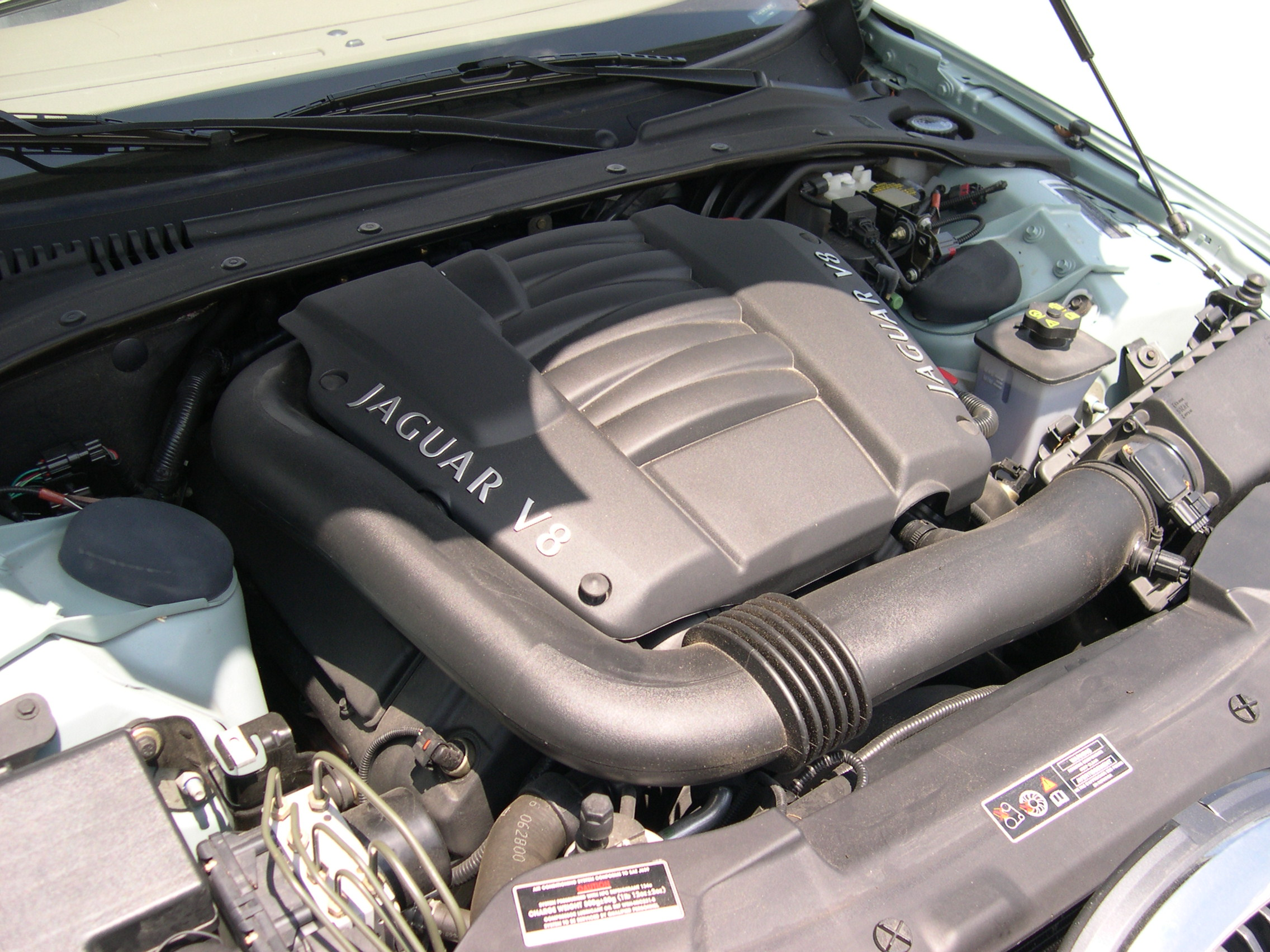 File:2001 Jaguar S-Type AJ-V8 engine.JPG
