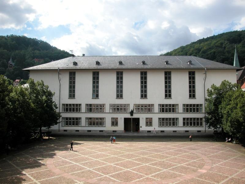 2005 uni-03.jpg