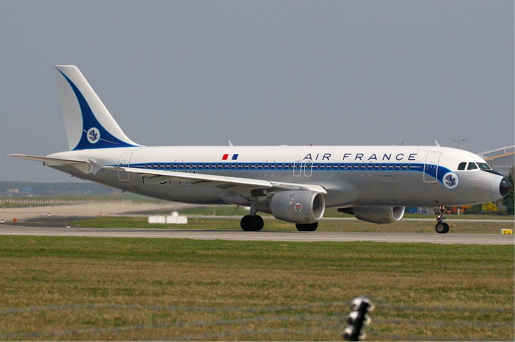 File air france airbus a320 retrojet wikimedia for Airbus a320 air france interieur