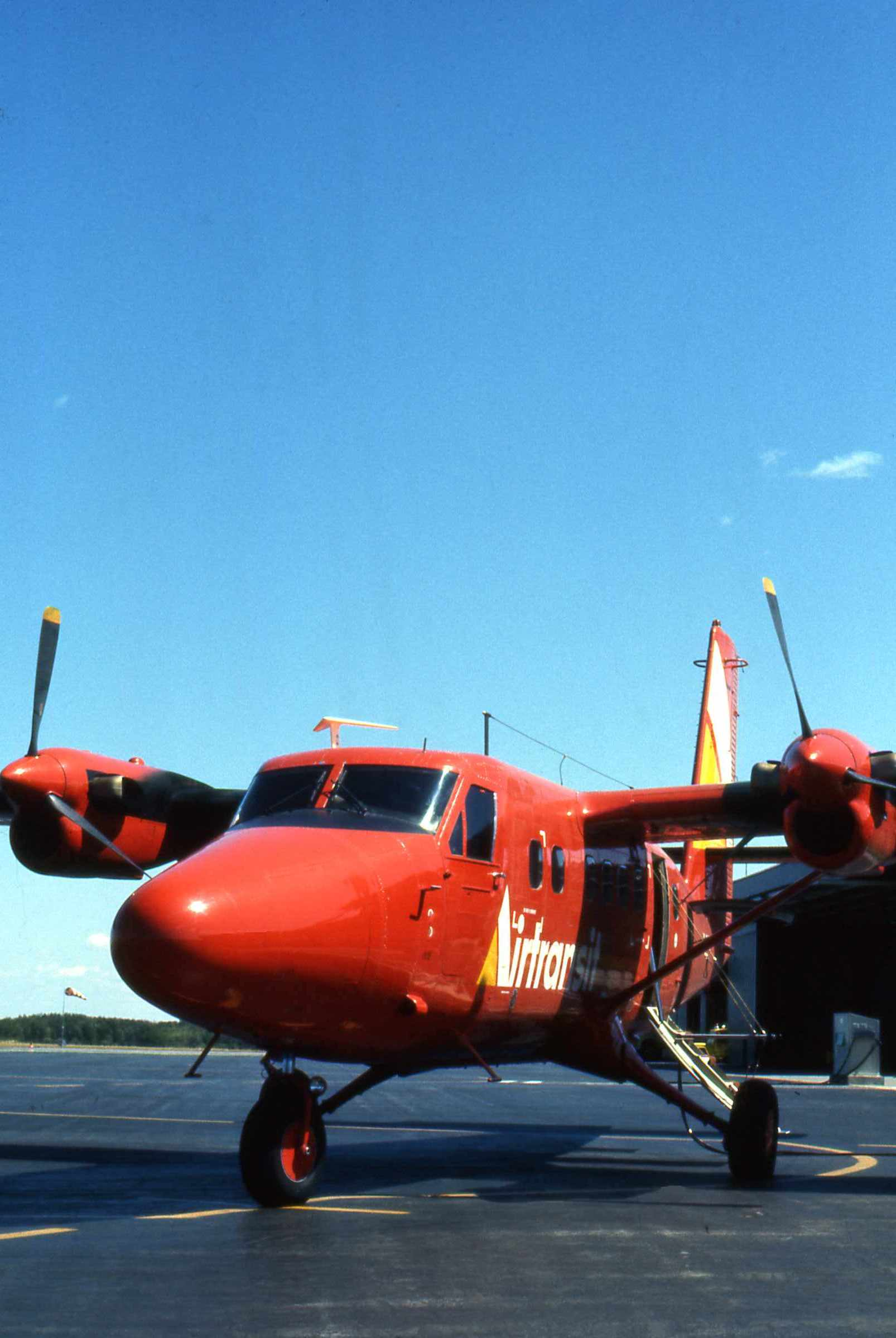 File:Airtransit DHC-6 CF-CSV 1 jpg - Wikimedia Commons