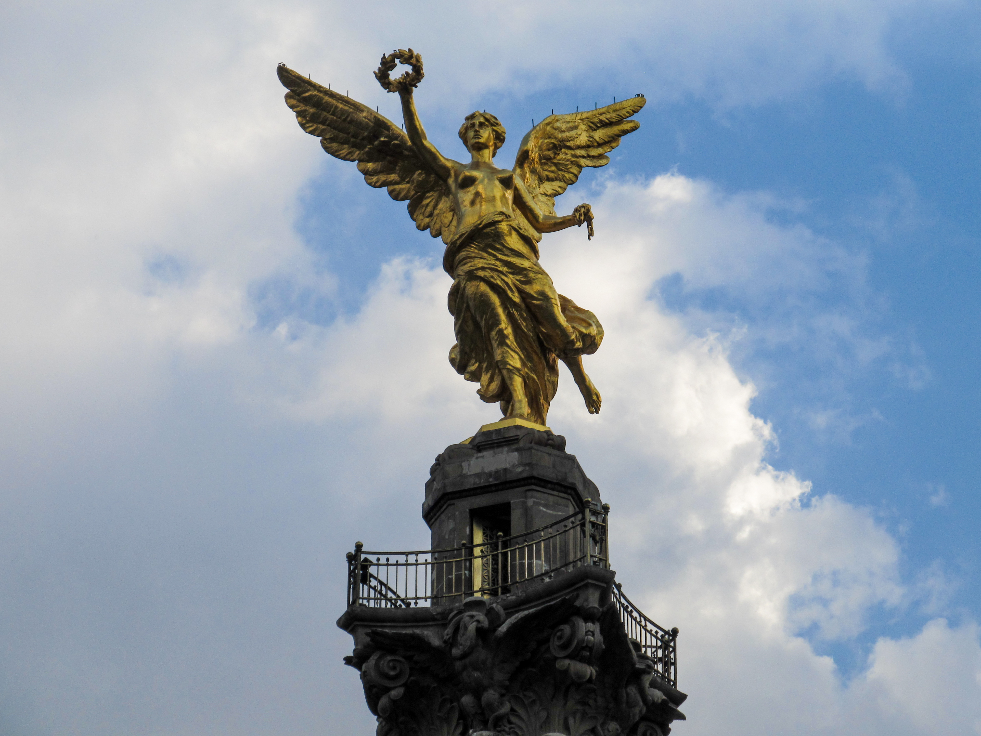 Archivo:Angel De La Independencia 2015.jpg