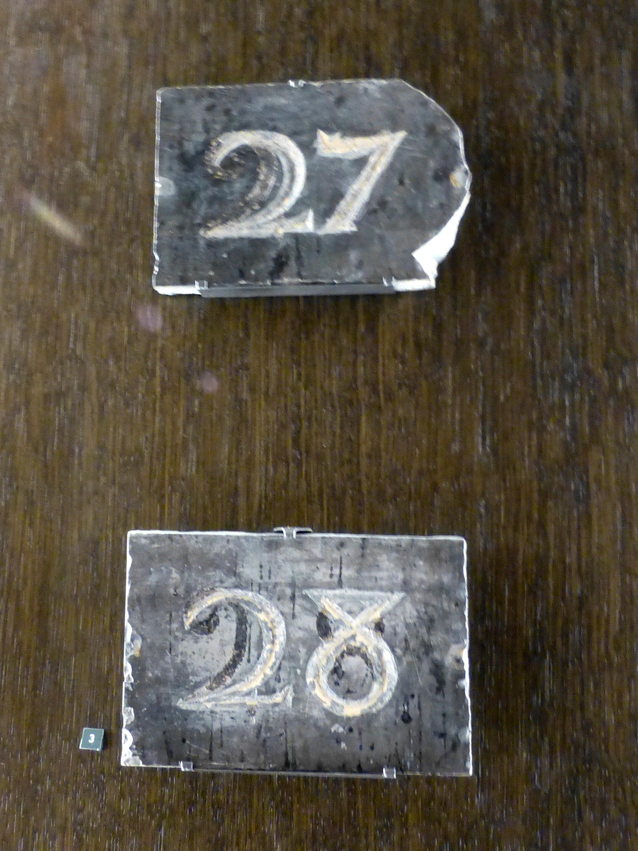 File angers plaques en ardoise grav e jpg wikimedia commons for Plaque ardoise jardin