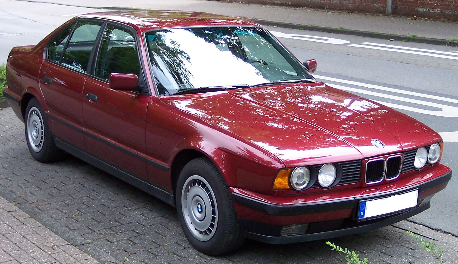 File Bmw Series 5 Old Model Red Vr Jpg Wikimedia Commons