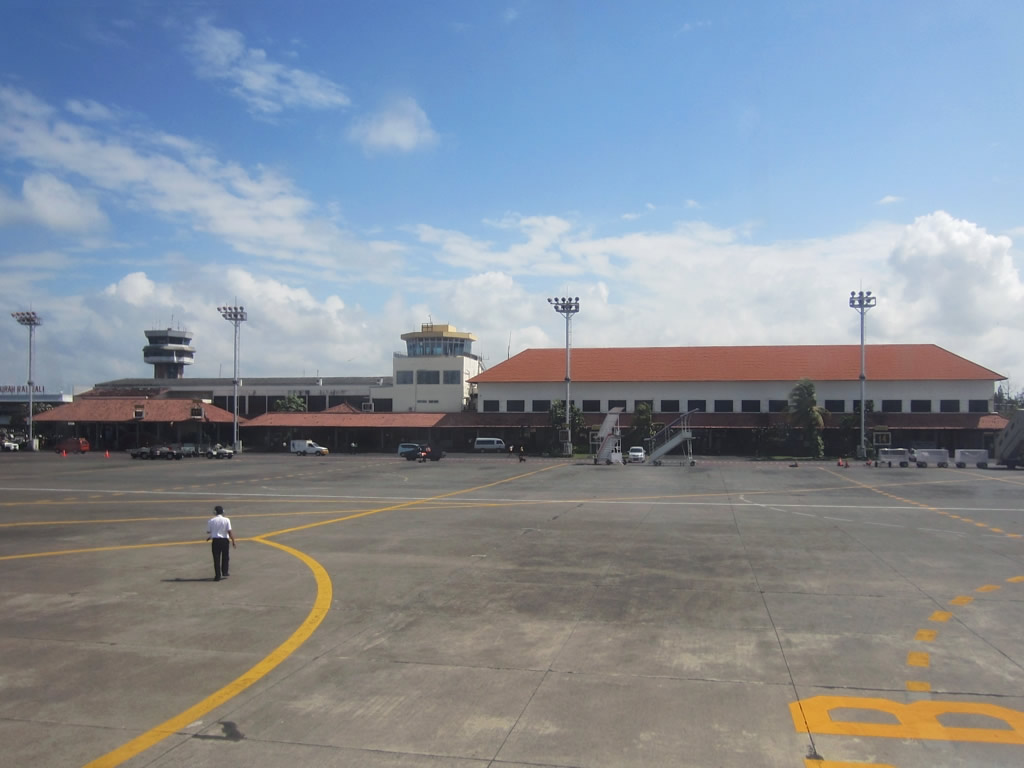 Passengers affected by Bali airport closure over volcanic ash in airspace