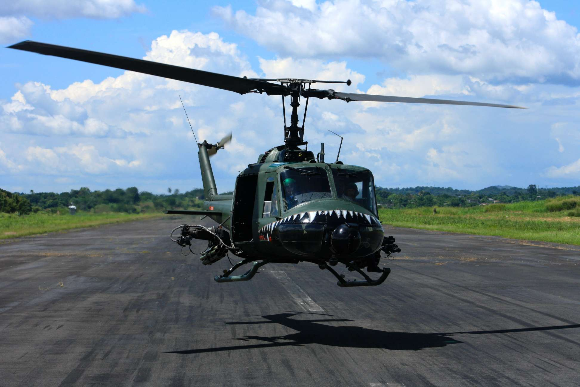 File:Bell UH-1 Iroquois of the El Salvador Air Force.jpg ...