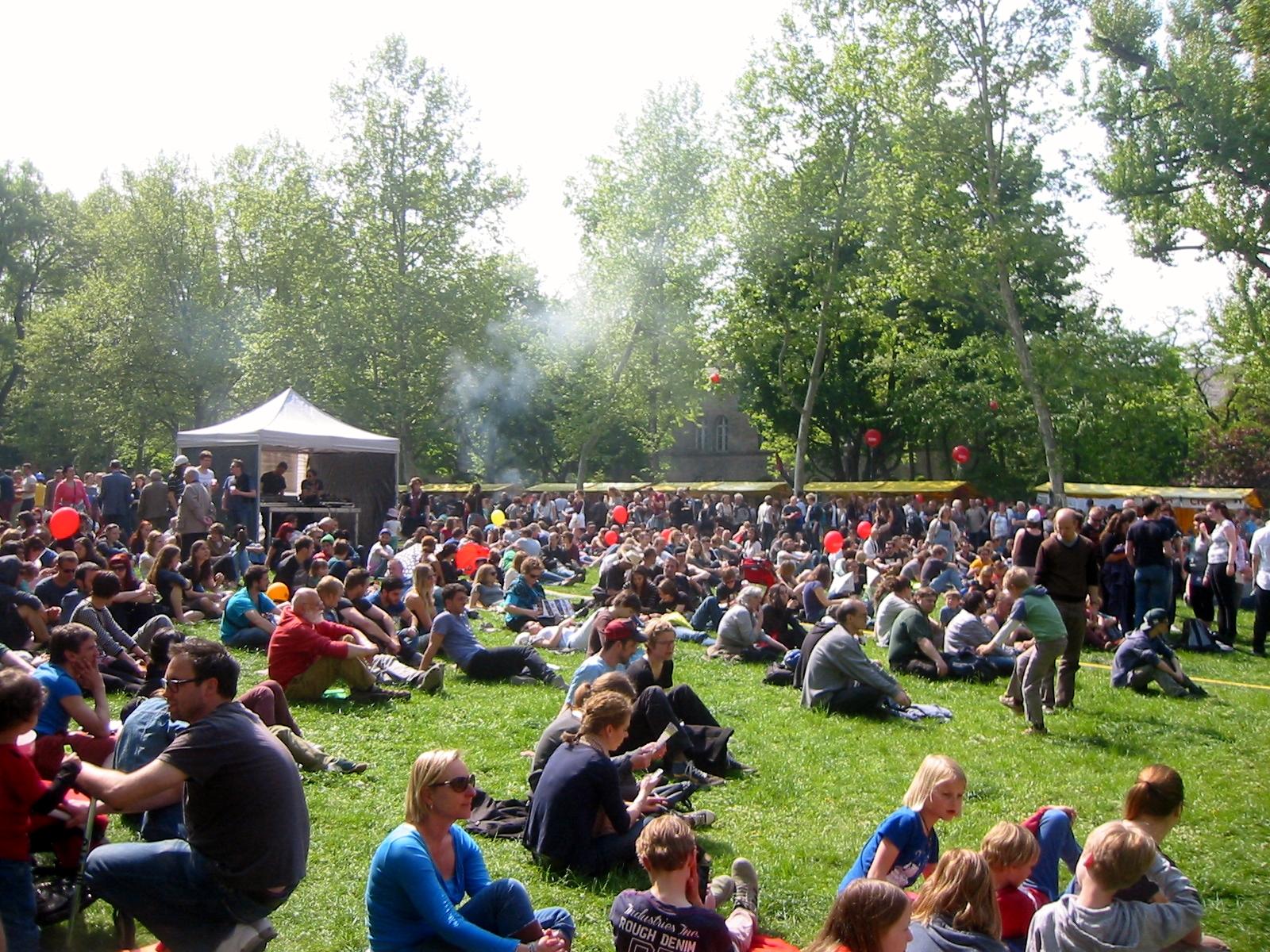 Resultado de imagen de myfest kreuzberg mariannenplatz