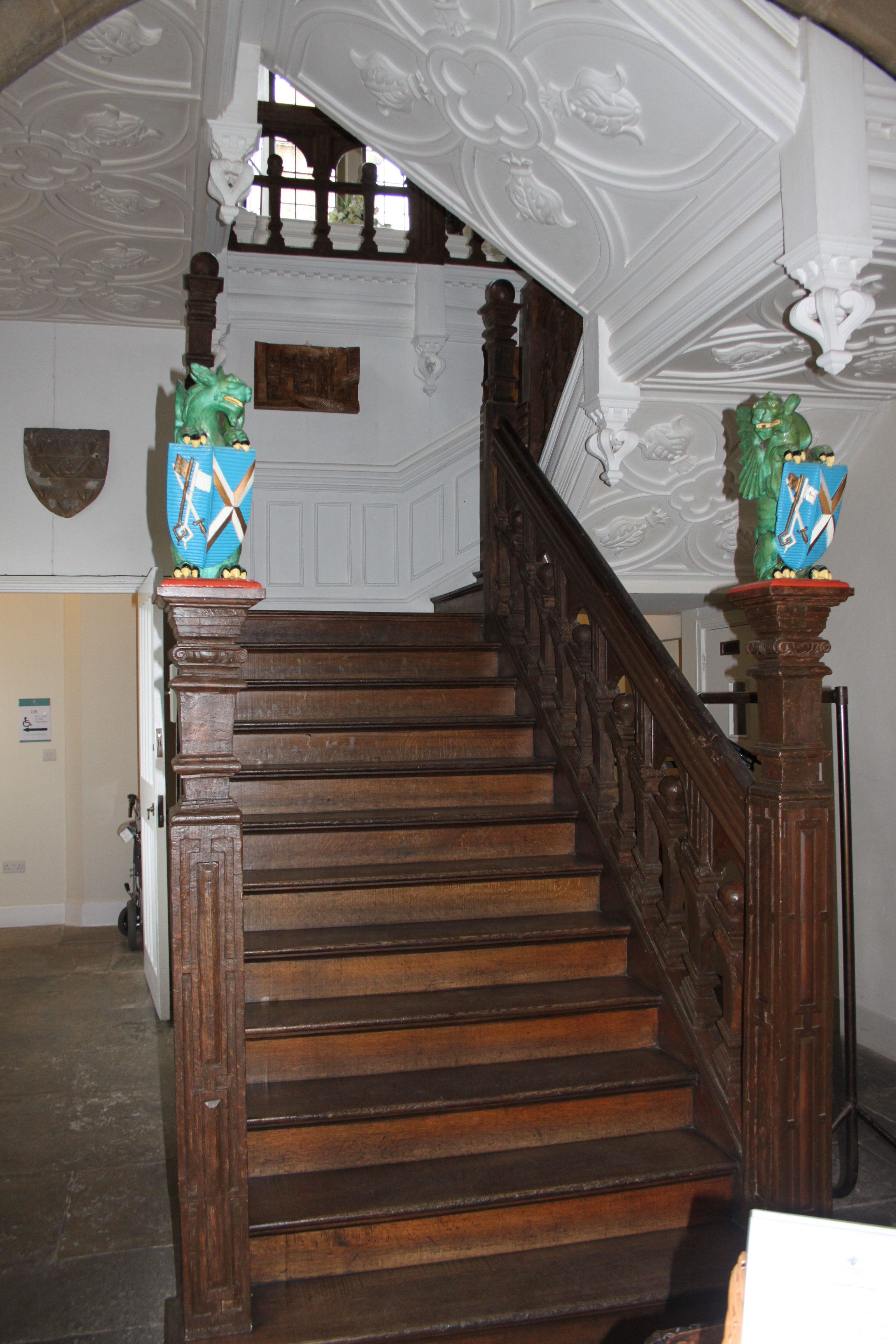 FileBishops Palace Wells Jacobean Staircase