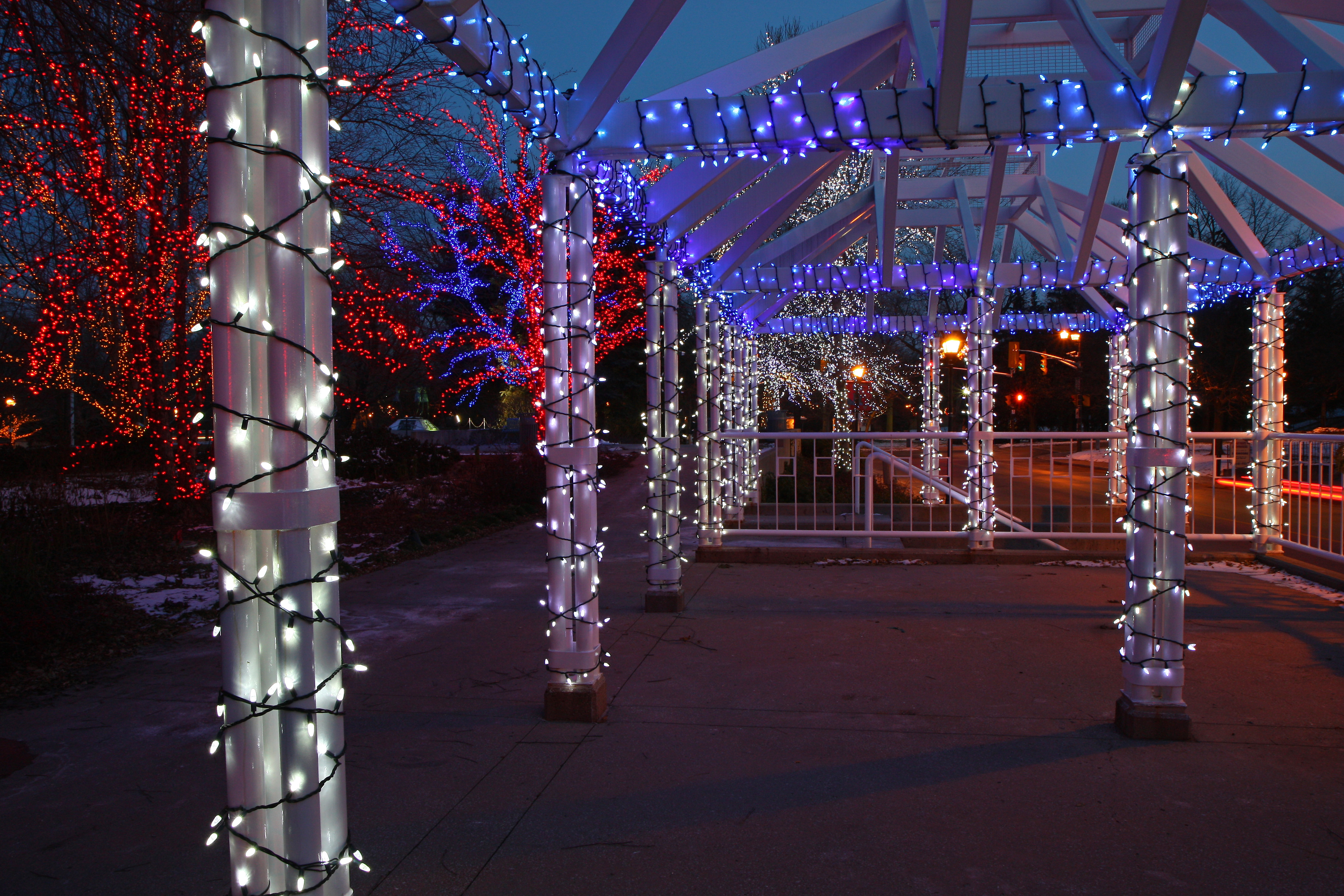 FileBr&ton City Hall Christmas lights (3053953501).jpg & File:Brampton City Hall Christmas lights (3053953501).jpg ...