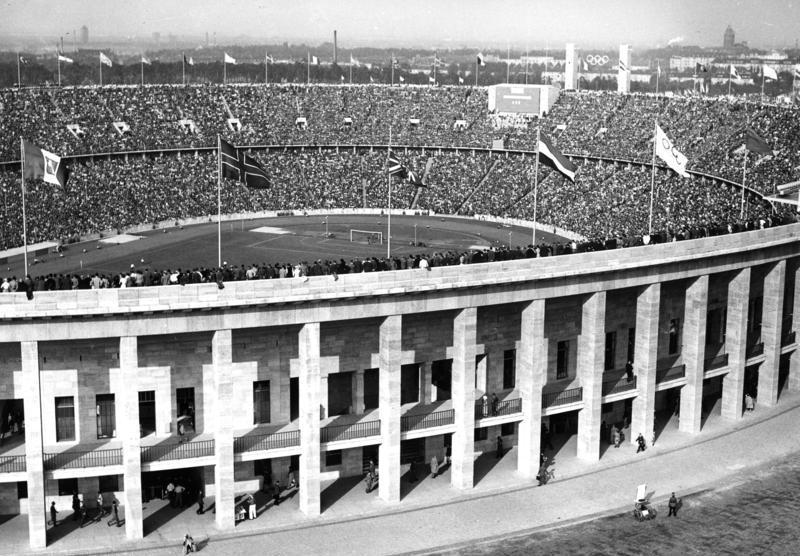 Datei:Bundesarchiv B 145 Bild-P017184, Berlin, Olympiade, Stadion.jpg