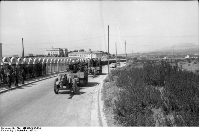 File:Bundesarchiv Bild 101I-049-1605-11A, Jugoslawien, Raupenschlepper Ost mit Geschütz.jpg