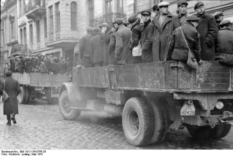 http://upload.wikimedia.org/wikipedia/commons/8/86/Bundesarchiv_Bild_101I-134-0766-26%2C_Polen%2C_Ghetto_Warschau%2C_Juden_auf_LKW.jpg