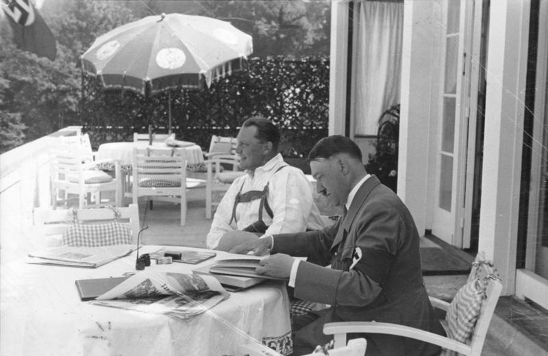 Bundesarchiv Bild 183-2004-1202-502, Obersalzberg, Hermann Göring, Adolf Hitler