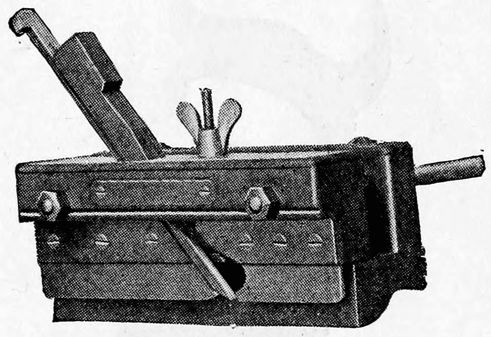 Cassells Carpentry.76 plough.png English: for gouging Date 1907 Source Cassells' Carpentry and Joinery Author C. W. D. Boxall, Henry Adams