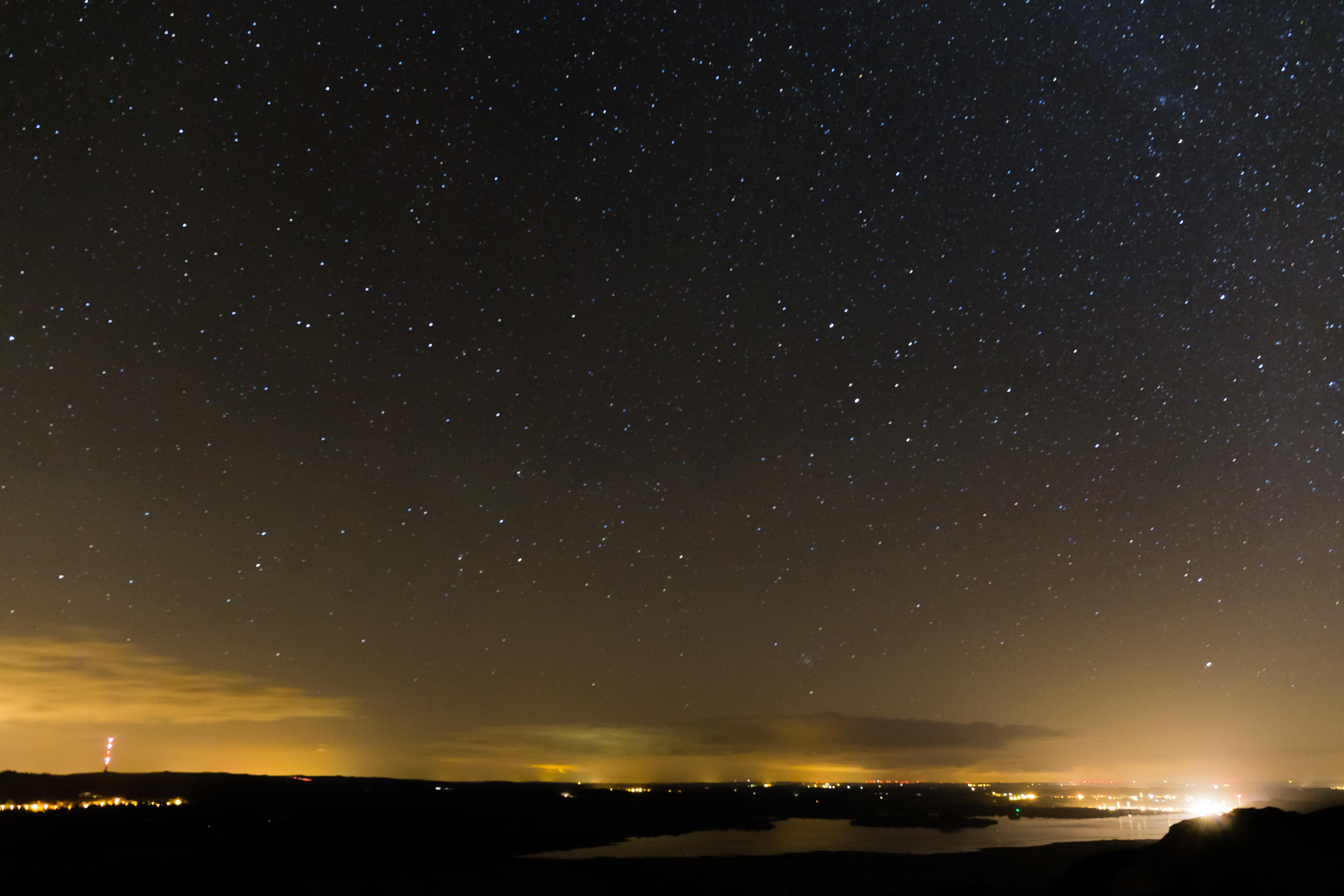 File:Ciel étoilé au sommet du mont Saint-Michel-de ...
