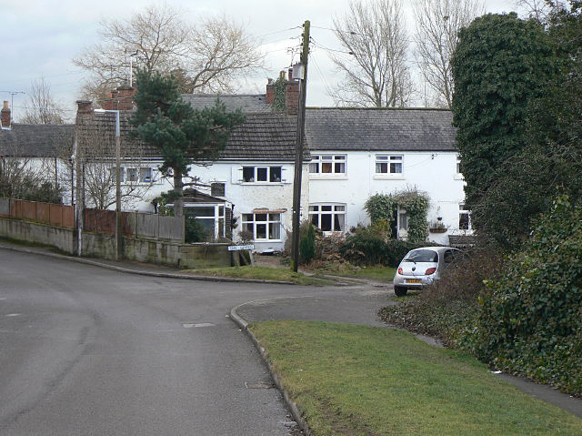 File:Cottages on The Green - geograph.org.uk - 1136354.jpg