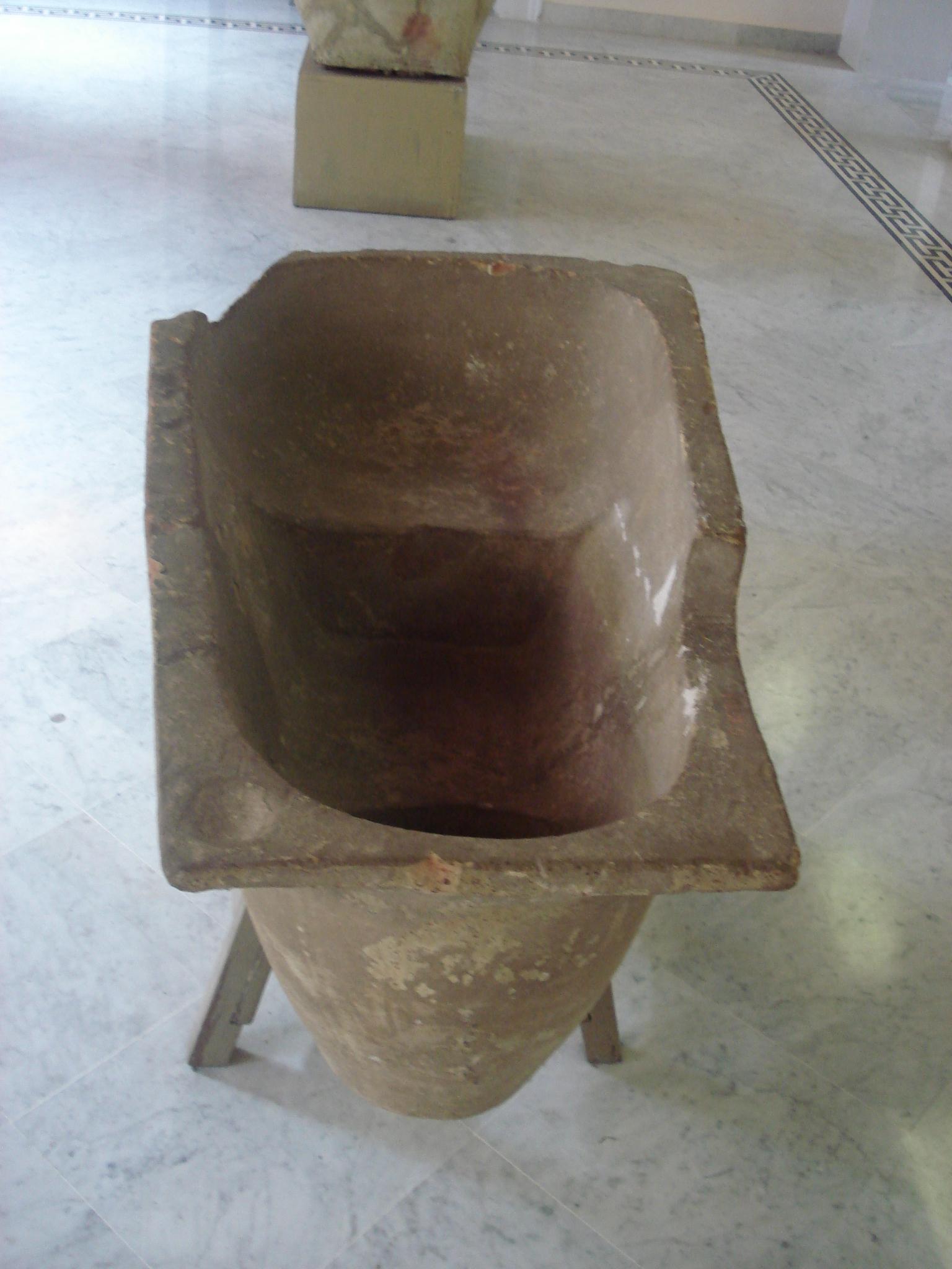 File dsc00138 vasca da bagno in terracotta foto di g - Foto vasca da bagno ...