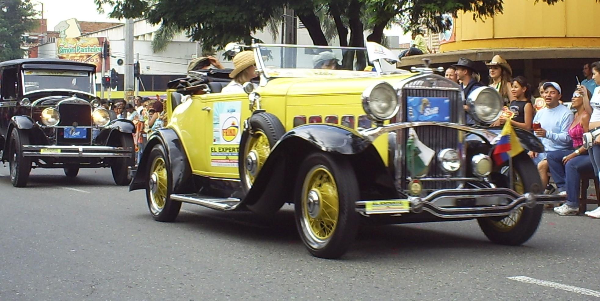 Description Desfile de Autos Clasicos y Antiguos(60).JPG