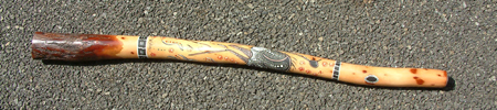 http://upload.wikimedia.org/wikipedia/commons/8/86/Didgeridoo_Entier1.jpg