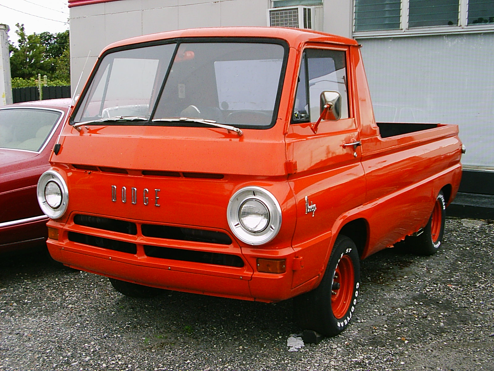 ファイル:Dodge A100 COE pickup red.jpg