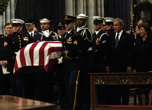File Gerald Ford Funeral Casket Carried Past Gwbush