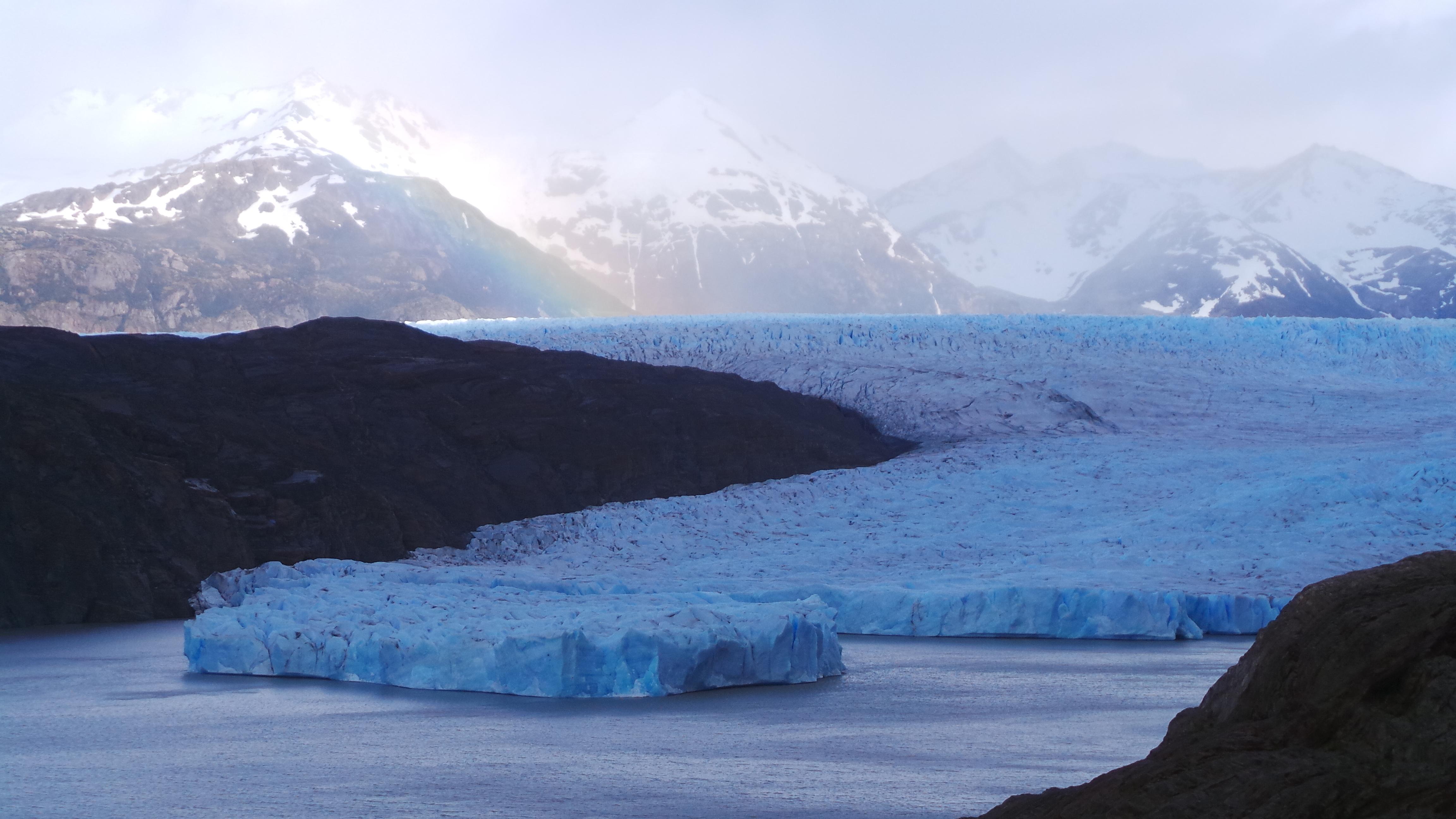 File:Glaciar Grey tras desprendimiento en 2017.jpg - Wikimedia Commons
