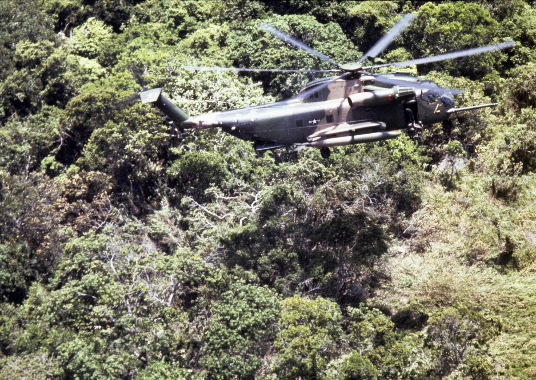 Vietnam War 1954-1975 HH-53C_hoisting_man_out_of_jungle