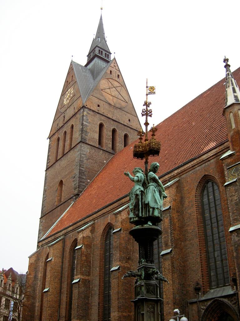 Saturn-Siegel oder Marien-Monogramm?  Hannover_Marktkirche