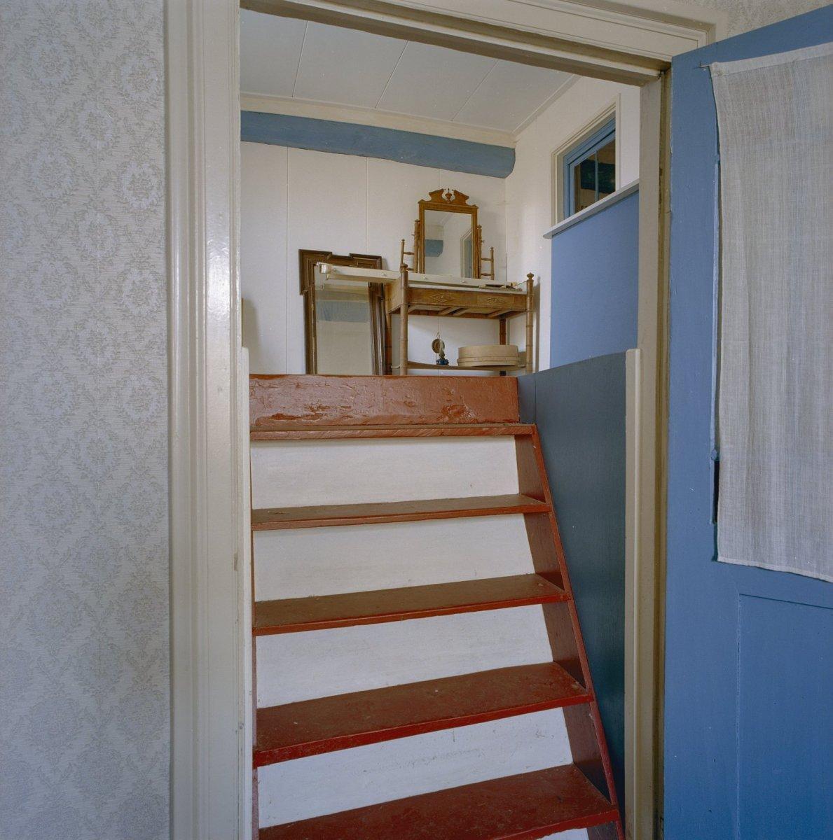 File:Interieur voorhuis, trap naar opkamer - Winterswijk - 20346497 ...