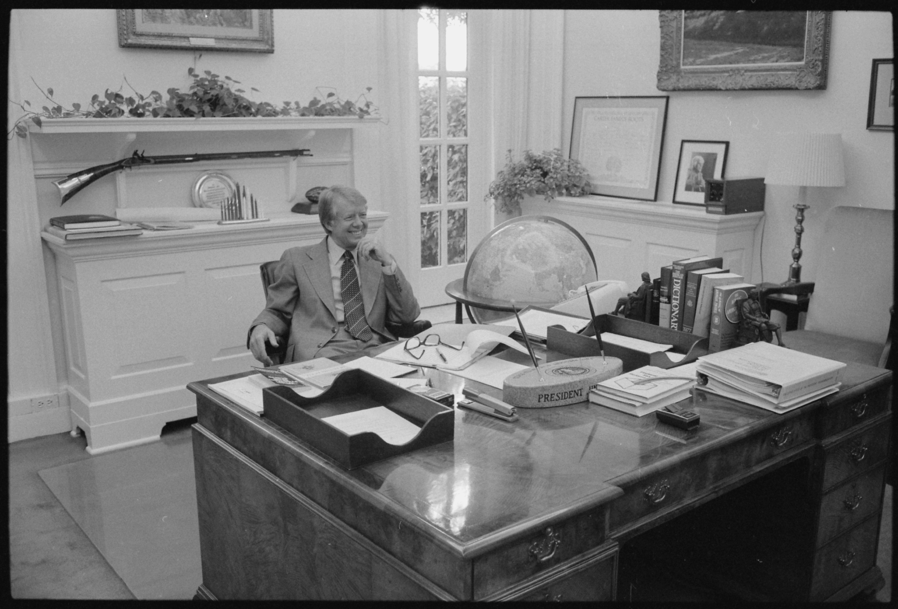 File Jimmy Carter At His Desk In Private Study Nara 175380