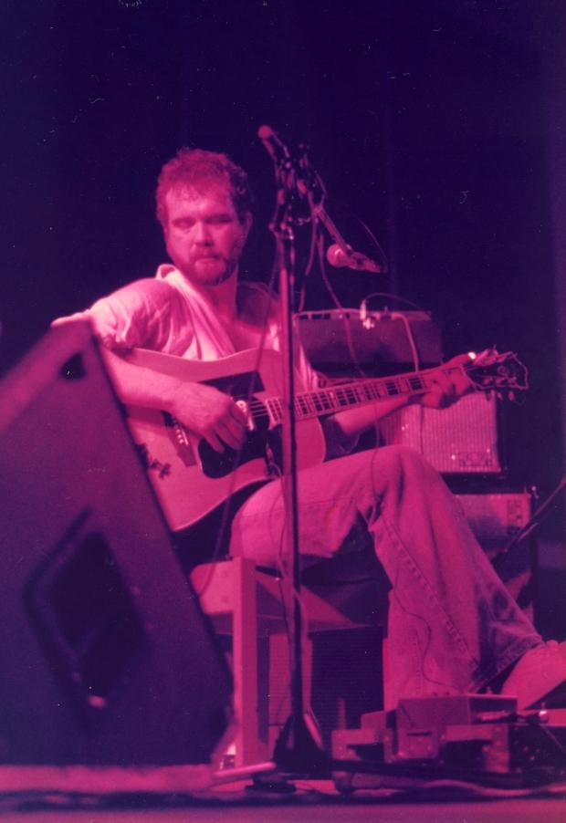 John Martyn tocando en Bristol en 1978.
