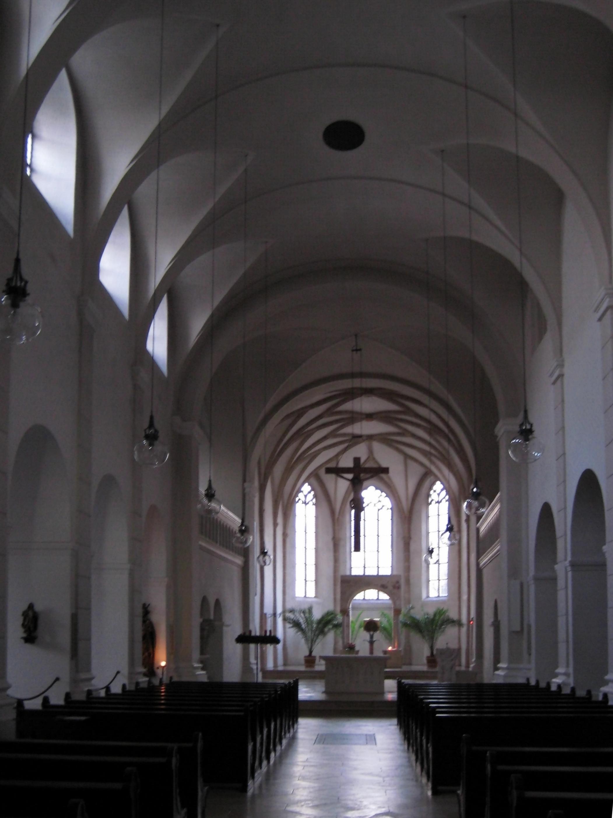 http://upload.wikimedia.org/wikipedia/commons/8/86/Kloster_Niedernburg_Passau_Innenraum.jpg