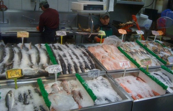 English: The fish stand in Lam's Seafood Market
