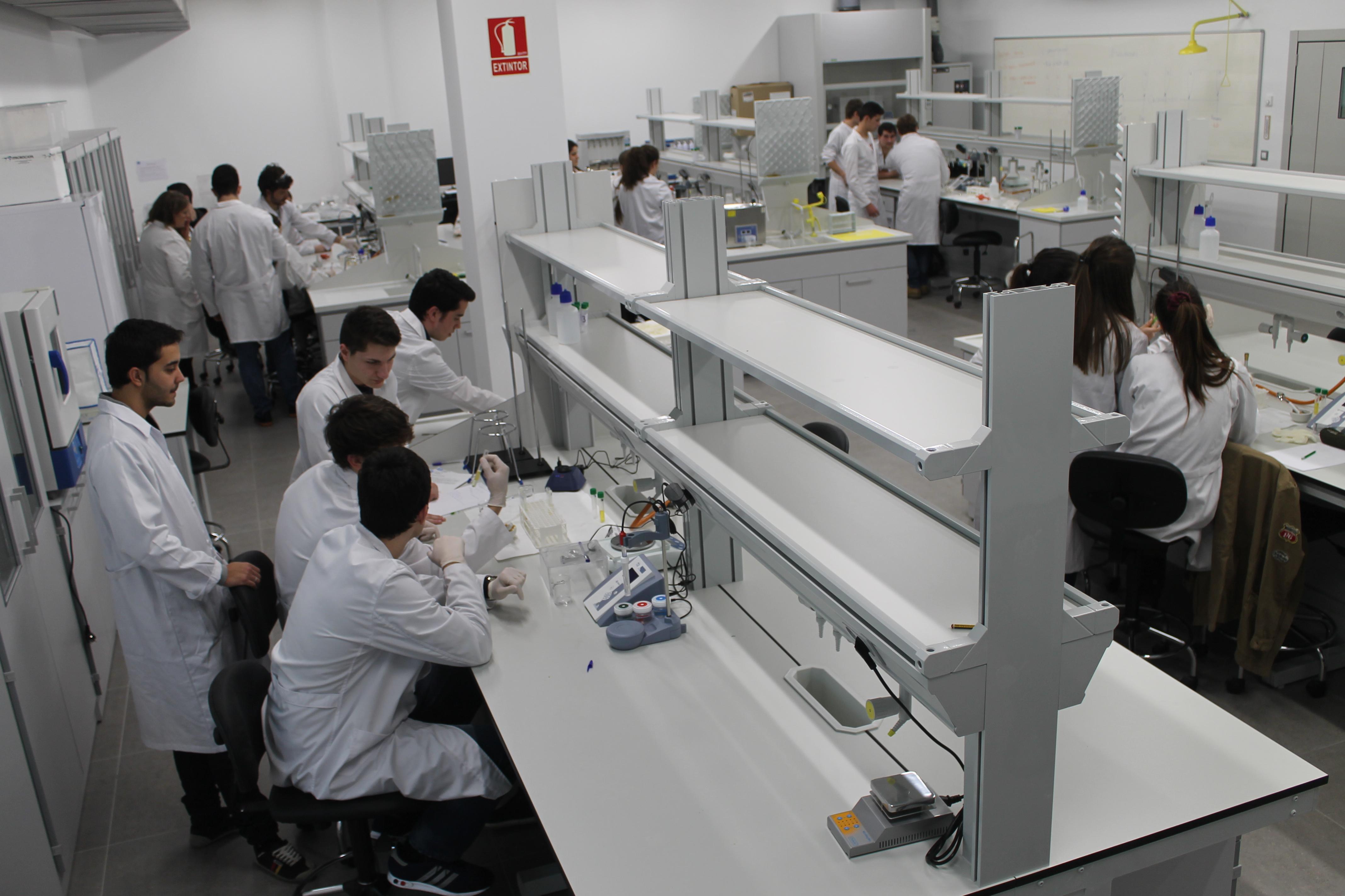 en el laboratorio- bromatología-nota-viaedu